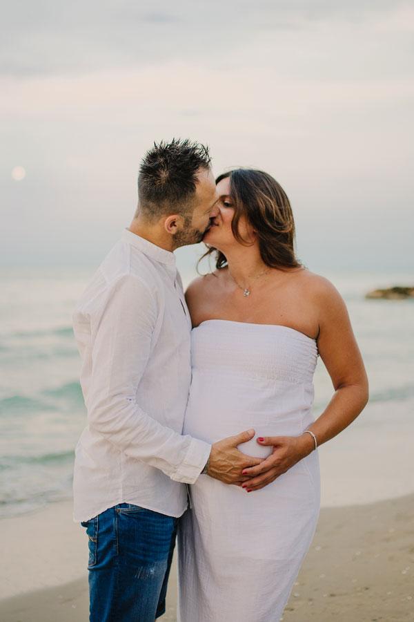 Servizio fotografico maternity fotografo gravidanza studio fotografico ritratto maternità foto pancione teramo pescara abruzzo